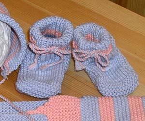 Схема вязания пинеток для новорожденного (от 0 до 3 месяцев) Чтобы связать пинетки спицами вам понадобятся: Чулочные...