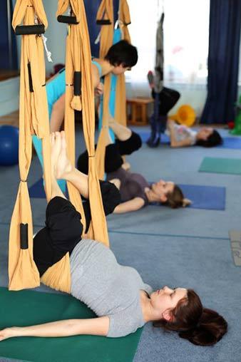 Йога в гамаке для беременных